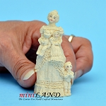 Statue of mother in robe with children 1:24 scale by J. Killy