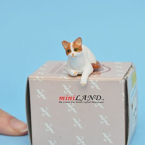 "Laying Cat White 1""H/1⅛""L/¾""W For dollhouse miniatures 1:12 scale"