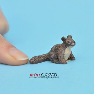 "Squirrel 5⁄8""H For dollhouse miniatures 1:12 scale"