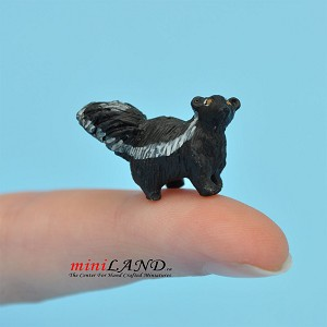 "Skunk 1⁄2""H For dollhouse miniatures 1:12 scale"
