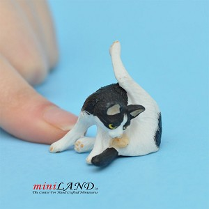 "Cat Black and White 1""H/1⅛""L/¾""W For dollhouse miniatures 1:12 scale"