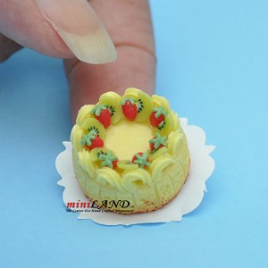 Vanilla angel food cake with strawberries and kiwis Dollhouse miniatures